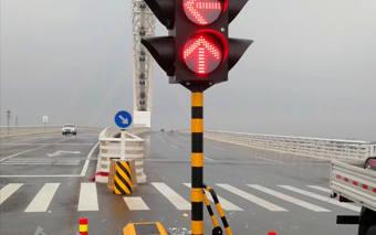 山东潍坊太阳能移动信号灯